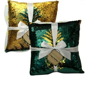 NWT Pineapple Sequin Applique Throw & Pillow Set